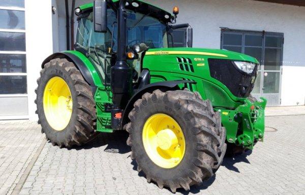 John Deere 6135R Traktor