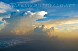 A huge cloud near Delhi, India in the late evening