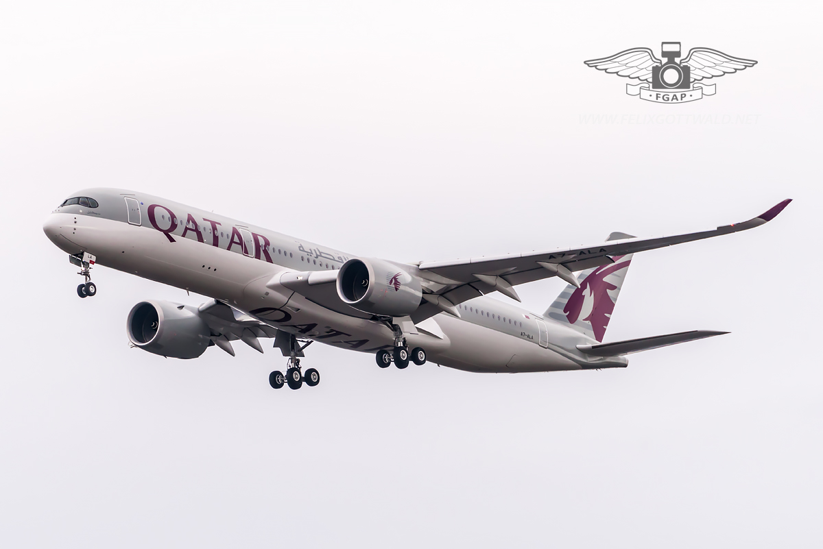 Qatar Airways Airbus A350-900 A7-ALA on approach to Frankfurt