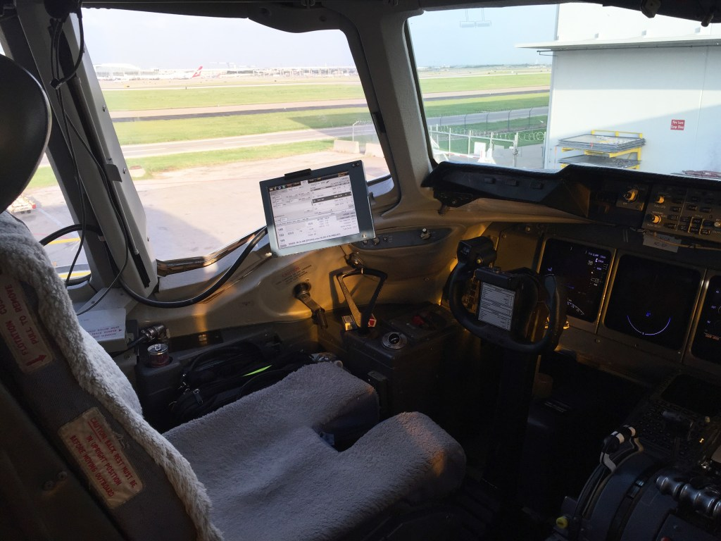 A quick snaphshot of the captain's seat of the MD-11F before departure in Dallas DFW.