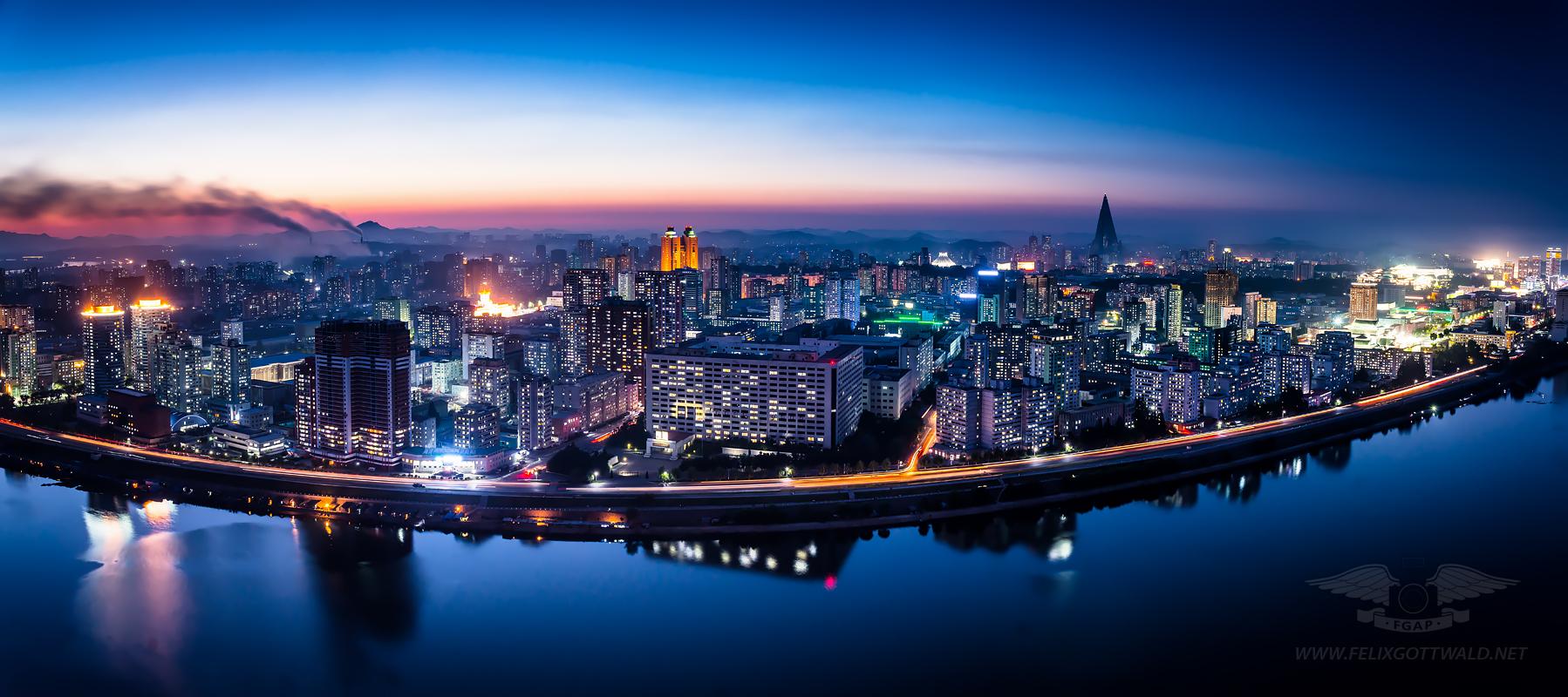 Pyongyang at night - Panorama