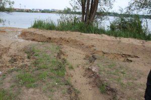 Schlechter Zustand: tiefe Furchen an der Liegewiese am Hufeisensee. Foto: XKN