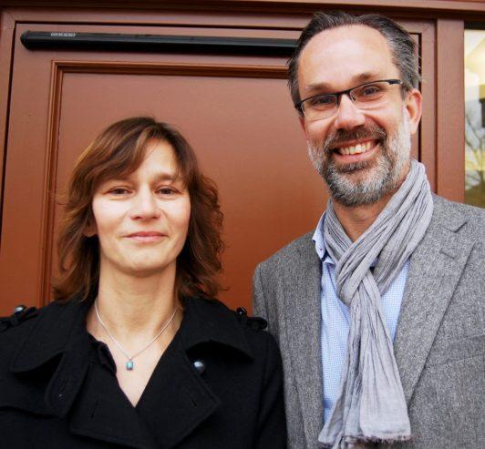 Die Initiatoren der PEtition für die Weiterbeschäftigung der Sprachlehrer für Flüchtlingskinder in Sachsen-Anhalt: Marion Stekly und Emiel Hondelink (v.l.)