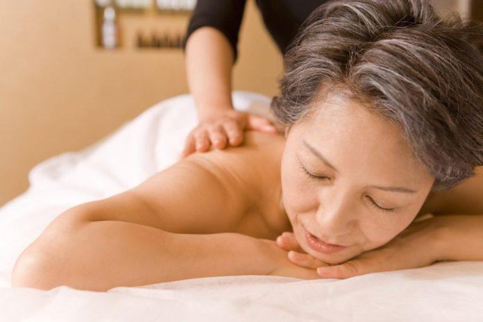 Os benefícios da massoterapia na terceira idade