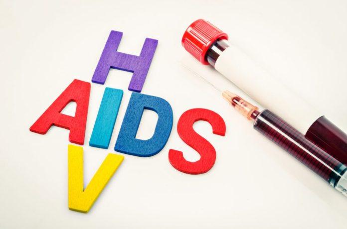 Preconceito dificulta combate à AIDS em idosos