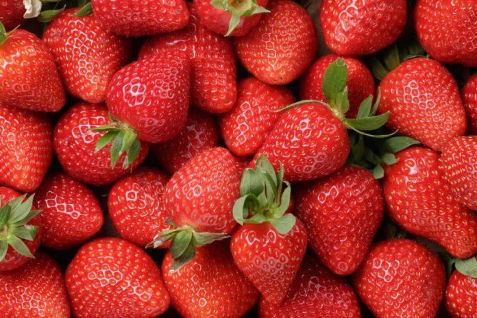 Salada de morango: Refrescante e nutritiva