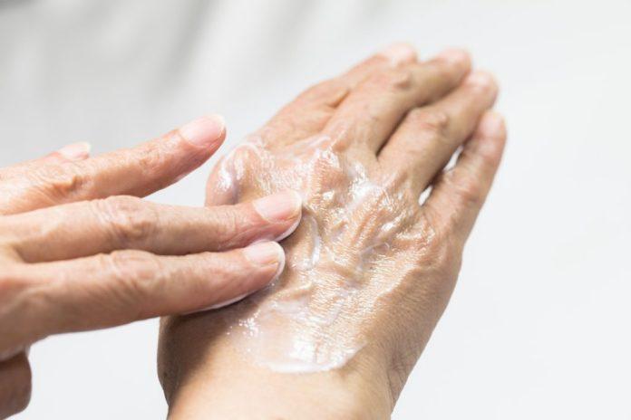 6 dicas simples para uma pele bonita depois dos 60
