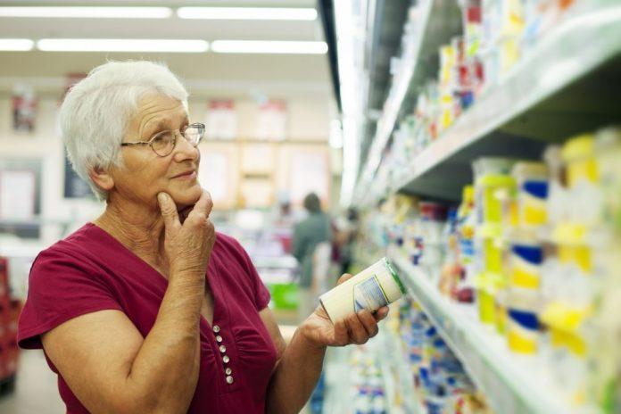 Idosos sentem falta de produtos para sua idade