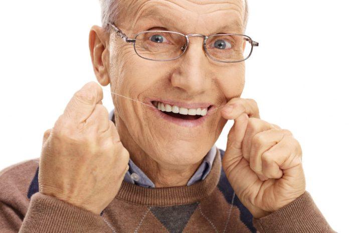 7 dicas importantes para cuidar da dentição na terceira idade