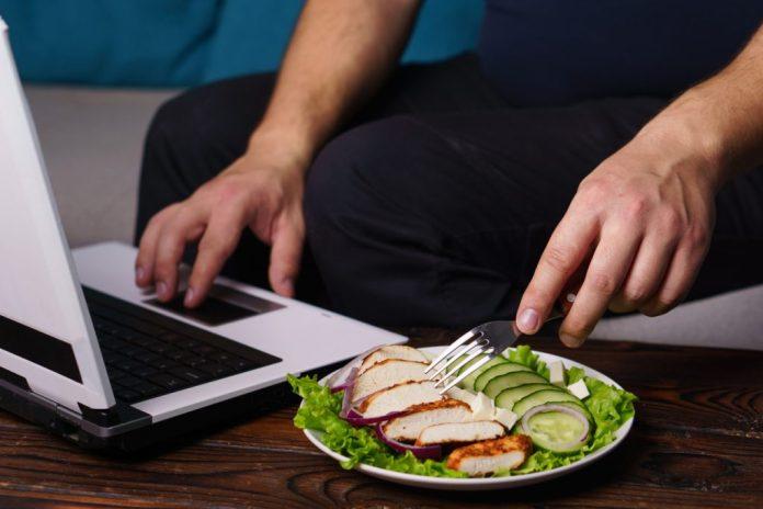 6 maus hábitos dificultam a boa manutenção do peso