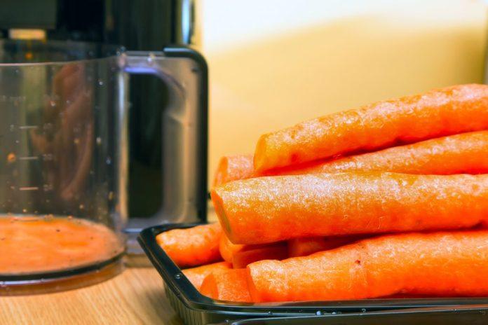 Combatendo o colesterol alto com suco de cenoura