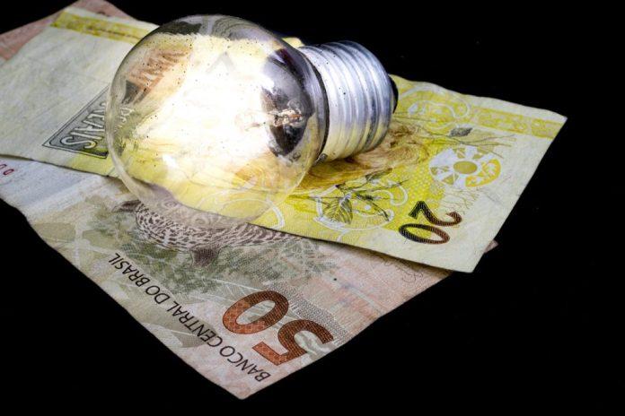 Energia elétrica – 5 dicas simples de reduzir o valor da conta