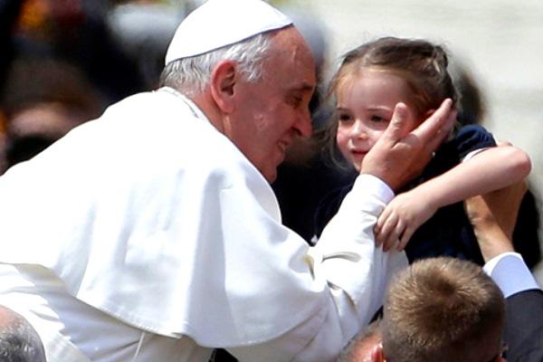 """Papa Francesco a difesa delle donne:""""La donna creatura complementare all'uomo, non subordinata"""""""