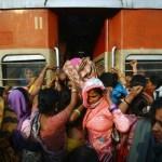 India: 14enne stuprata e scaraventata fuori da un autobus muore