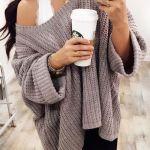 Come si indossano i maglioni oversized per ricreare molteplici outfit