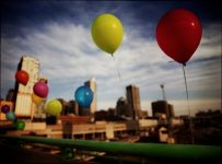 Palloncini dorati contro il cancro infantile