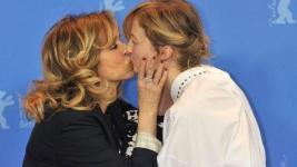 Golino e Rohrwacher, bacio sul red carpet della Berlinale