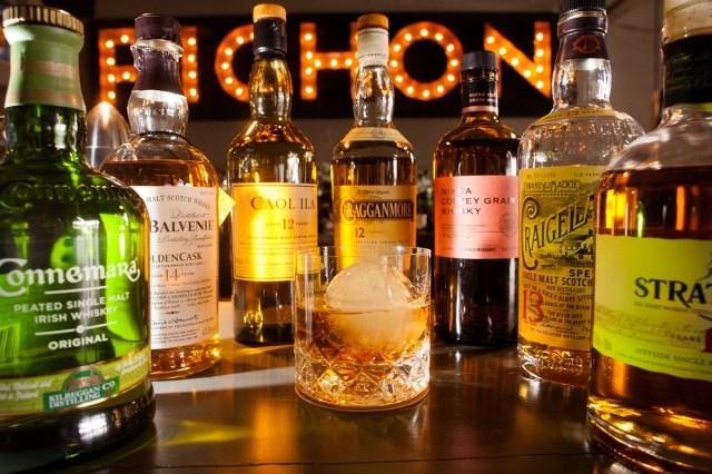 Cata de whiskies en Pichón: un recorrido por diversas  regiones de producción a través de 8 etiquetas