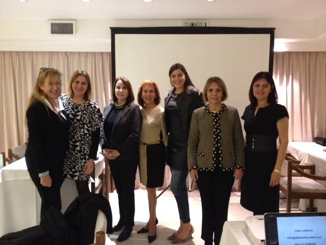 La Life Coach Lidia Ledesma junto a algunas de las asistentes al finalizar el evento.