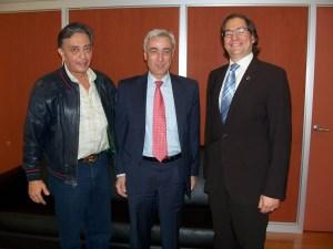 David Peña, el senador Ignacio Burgos y Salmón Chertorivski, comisionado nacional del Seguro Popular