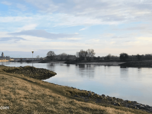 doei januari, hallo februari! | wandeling langs de IJssel