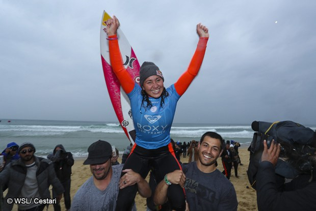 surf-carissa-moore-victoire-roxy-pro-france-10-2016