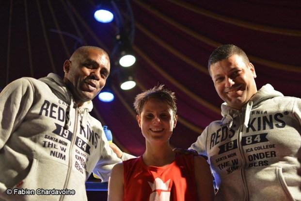 Boxing Beats - Mars 2015 - Juliette De Swarte entourée de Said Bennajem et Hamed Herkati, entraineurs du Boxing Beats.