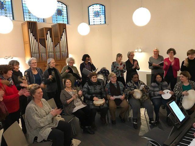 repetitie met de Inliavrouwen ter voorbereiding van het concert op 8 maart