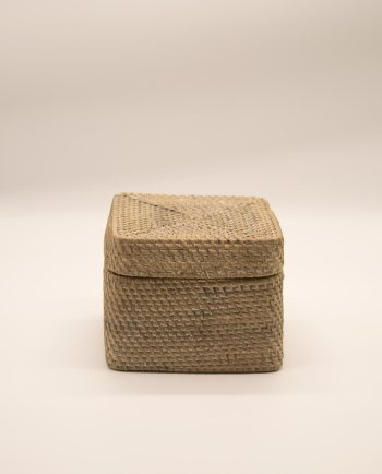 Box with lid, rattan white wash, dimensions 18.8 cm x 18.5 cm height 15 cm