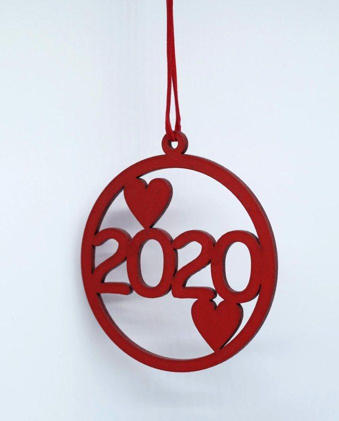 Γούρι 2020 ξύλινο με καρδιές κόκκινο