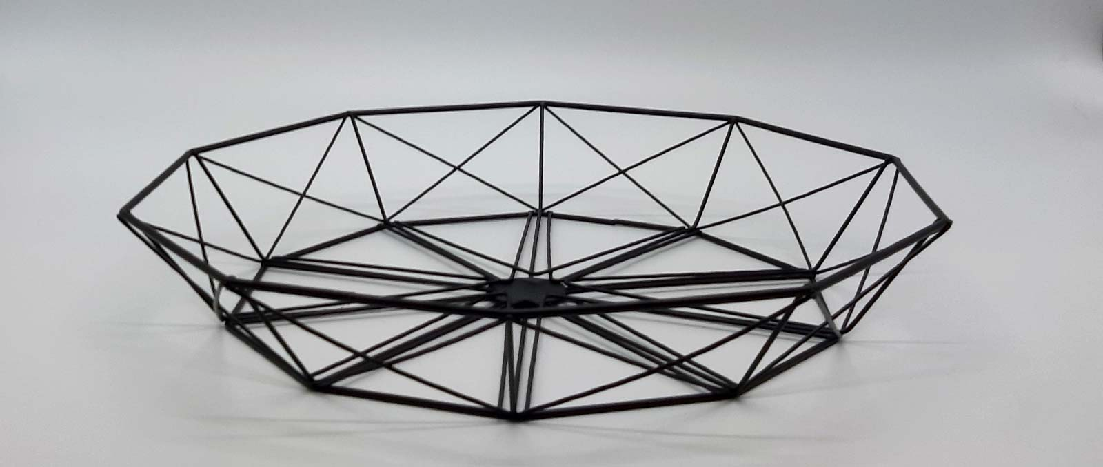 platter-black-wire-geometry