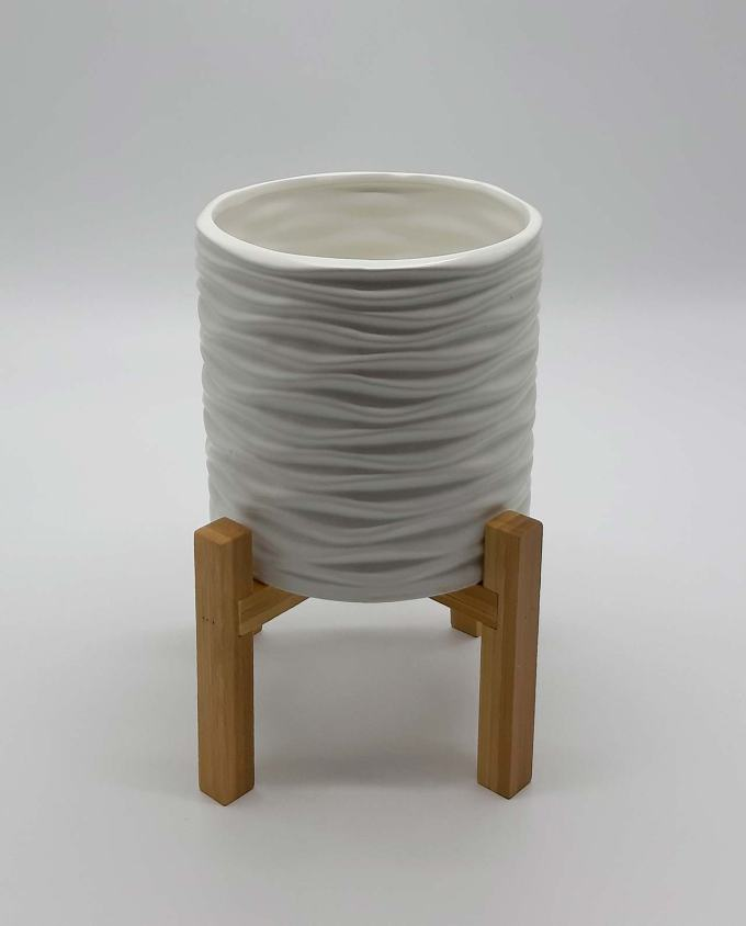 Pot ceramic white on legs height 25 cm