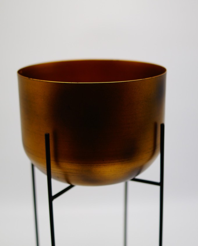 pot copper on stand