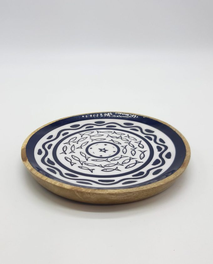 Platter wooden from Mango wood, light brown with inside fish pattern diameter 20 cm