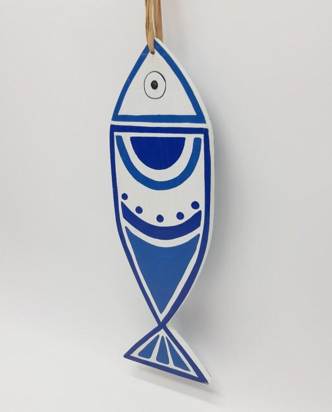Ψάρι Ξύλινο Χειροποίητο New Greek Κύκλοι Άσπρο- Μπλε, Χειροποίητο και ζωγραφισμένο στο χέρι και από τις δύο πλευρές. Διάσταση: 33 cm x 11 cm, πάχος 1 cm