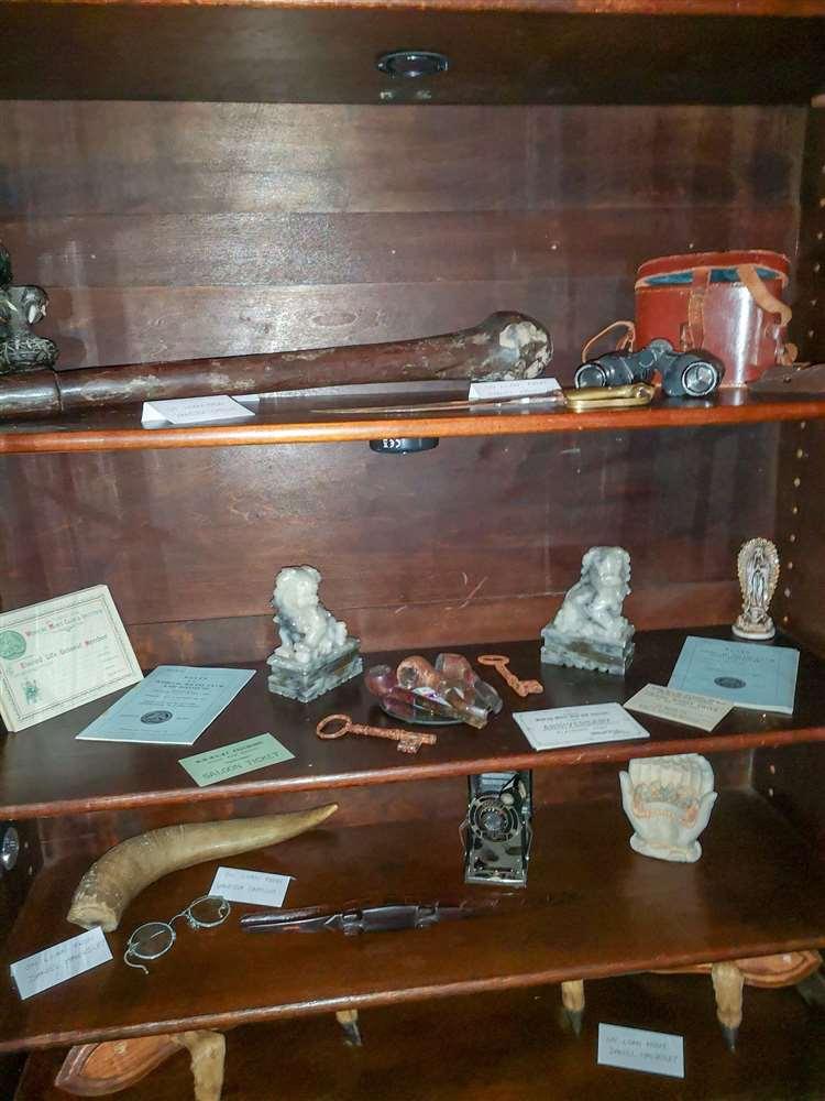 Beaucoup de ces objets hantés ont été donnés.  (26880839)