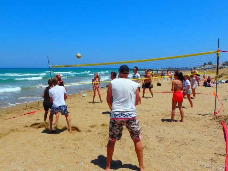 beach-volleyball--im-kreta-urlaub