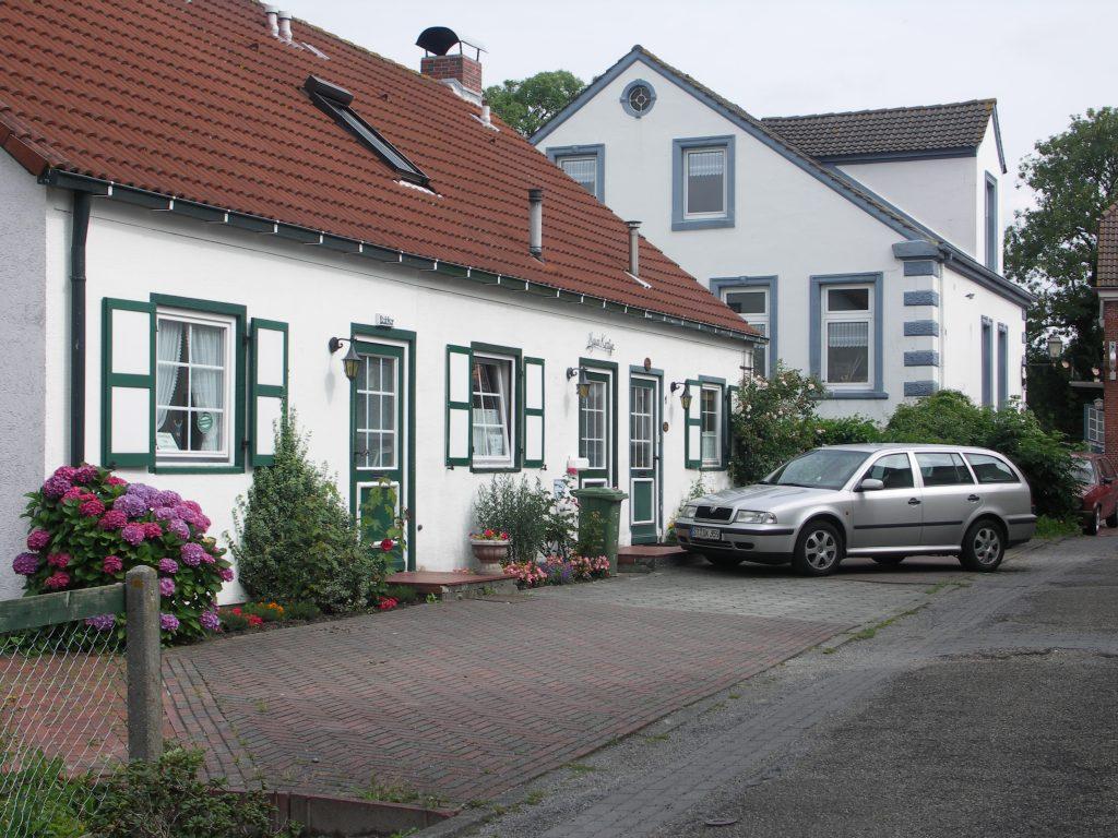 Mitten im Ortskern in einer ruhigen Seitenstraße liegt unser Ferienhaus