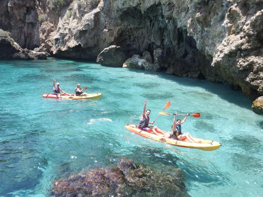 Kayak in Maro