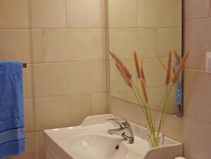 Washbasin bathroom 2