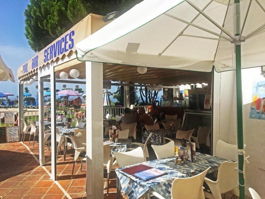 Bar/Restaurant am Pool