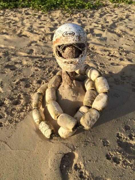 Strand in Kailua Hawaii - Kunstobjekt aus angeschwemmtem Müll