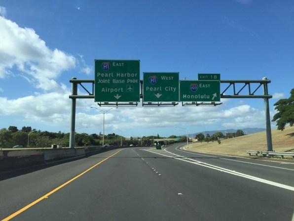 Highway to Honolulu and Pearl Harbor Hawaii O´ahu