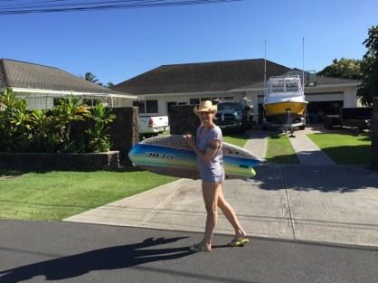 Kailua Hawaii O´ahu - ich mit Surfboard auf den Weg zum Strand