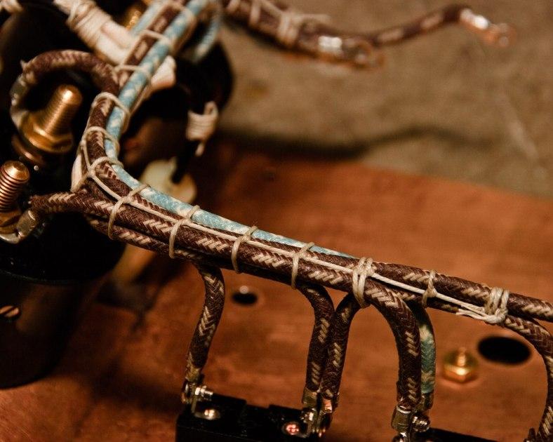 Câbles liés ensemble par frettage