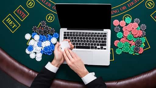 オンラインカジノに登録後、入金とチップ購入