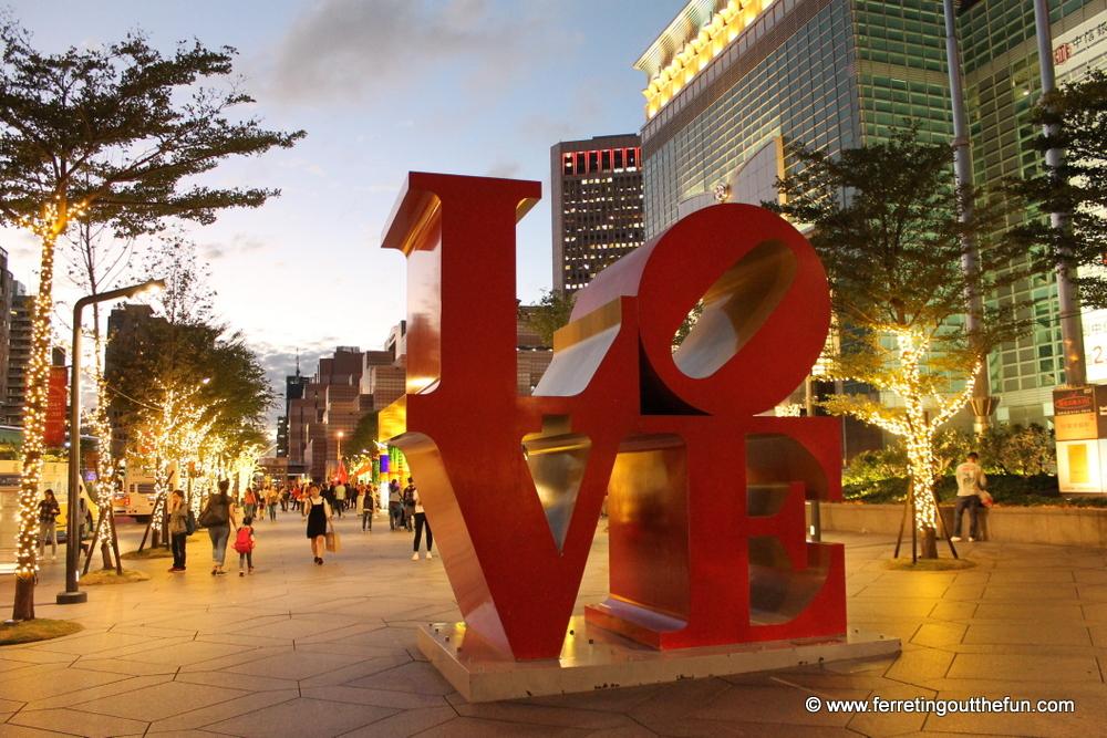 taipei love sign