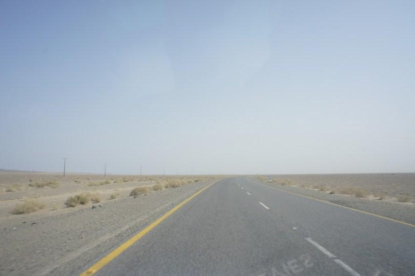 Auf dem Weg von Taftan nach Quetta - noch ziemlich am Anfang der Strecke