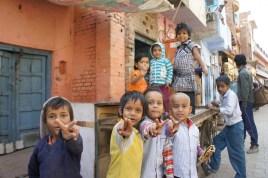 Ganz normales Leben hinter den Mauern des Taj Mahals in der Altstadt Agras