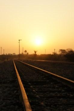 Um von Jodhpur nach Udaipur mit dem Zug zu kommen müssen wir richtig früh aufstehen. Als Belohnung gibts diesen tollen Sonnenaufgang